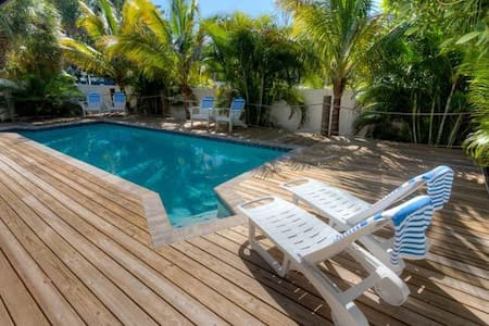 Bay Bungalow - Anna Maria