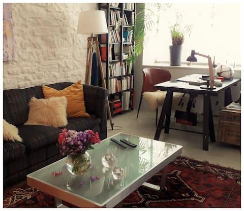 Vibrant studio flat in a unique neighbourhood