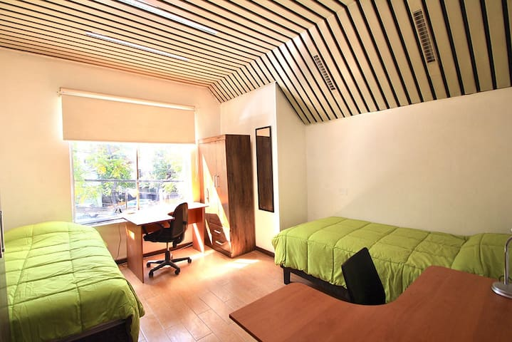 Twin room with shared bathroom in Providencia