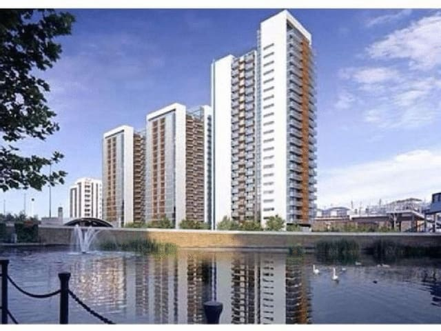 Entire 1 Bed Apartment - amazing views - London
