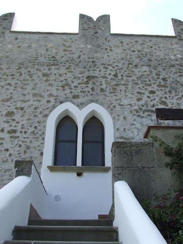Scalinata che porta all'ingresso dell'Antica Torre