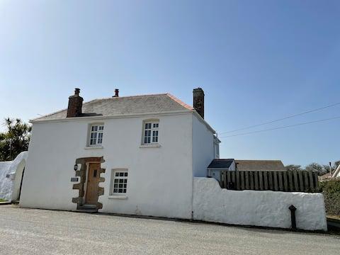 Beautiful Cottage - Cornwall Coastal Retreat