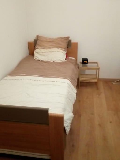 Slaapkamer 2: éénpersoonsbed met ...