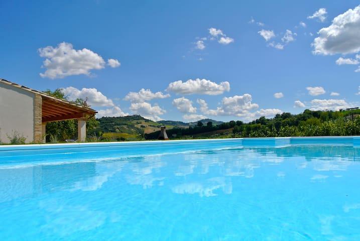Villa con piscina esclusiva - Servigliano