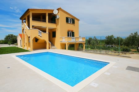 New vila Debeljak  just 3 km from the sea - Debeljak - Villa