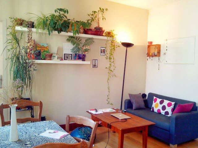 Sunny room, 50m2 flat Villette Park