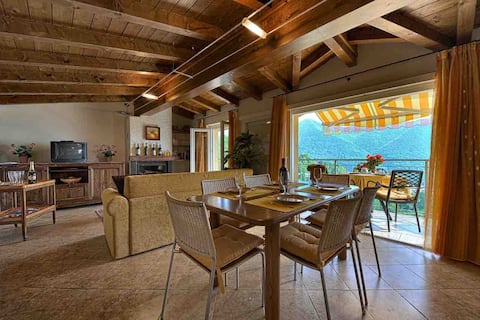 Gorgeous Panoramic Loft in authentic village Charm
