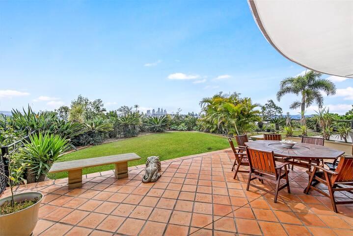 Fabulous Family Resort-Ocean & city views -3 Pools
