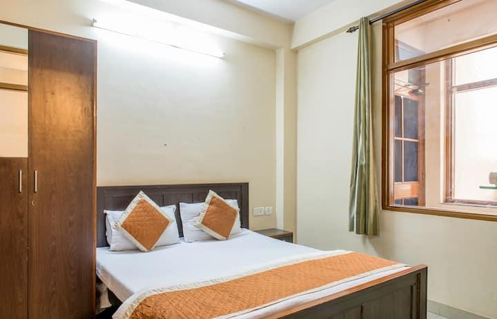 Comfortable Stay at Vaishali Nagar in Budget
