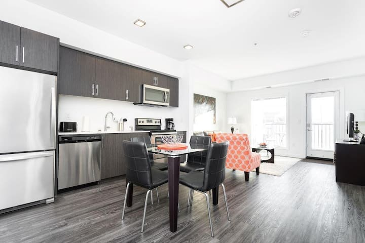 Modern Condo| Clean|2  Bdr |Minutes from DT