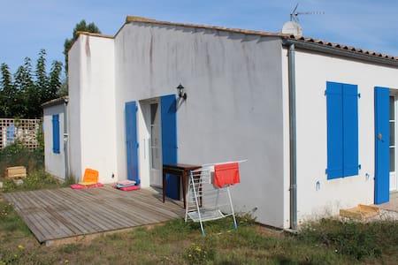 Chambre dans une maisonnette - Saint-Pierre-d'Oléron - House