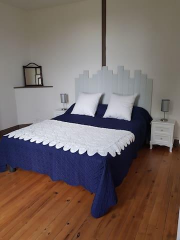 Chambre 1 ( bleu ) Lit de 160/200