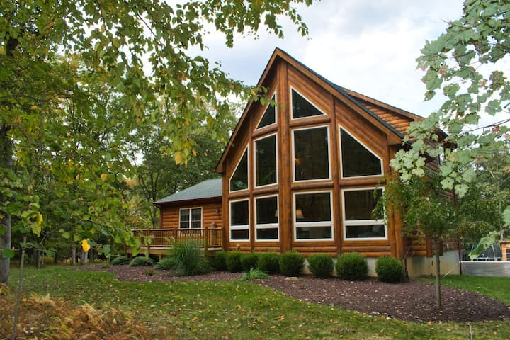 4 BR  Cabin in Jim Thorpe,  Private Inground Pool