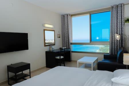 Beautiful Apartment with Sea View - Netanja - Wohnung