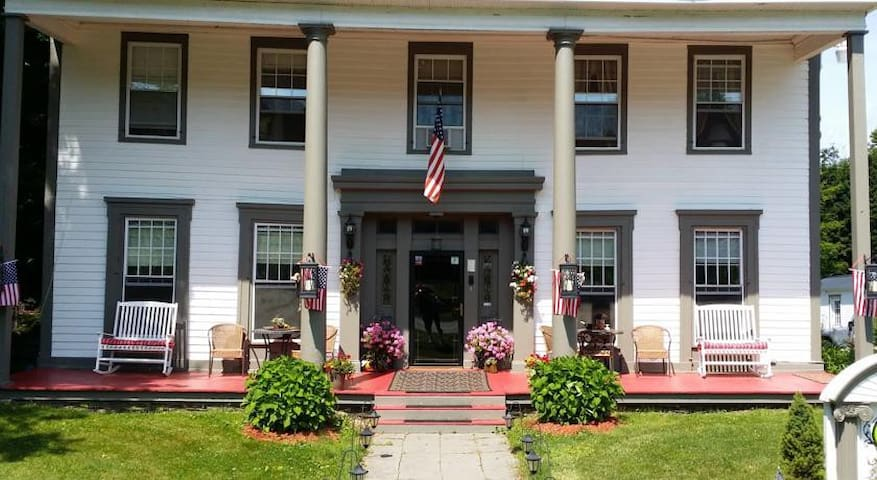 Brookside Inn at Laurens - Oneonta - Bed & Breakfast