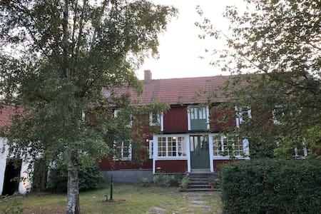 1800-tals gård på södra Öland (med pool juni-aug)