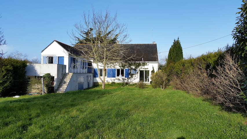 Large house and garden 1,5km from Penestin beaches