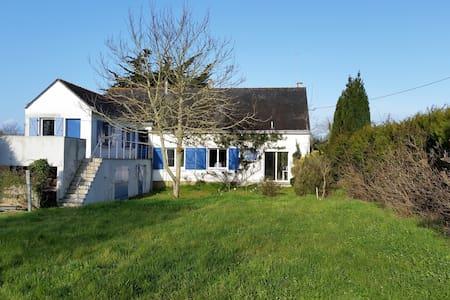 maison lumineuse, grand jardin clos.1,5km plages - Pénestin - Σπίτι