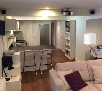 Modern & indépendant appartement 1 bedroom+living - Montreal - Pis