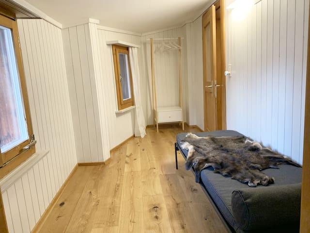 1. Stock 3. Schlafzimmer mit Einzelbett 80x197