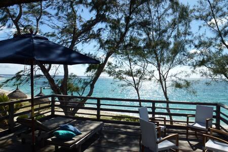 Villa pied dans le lagon turquoise