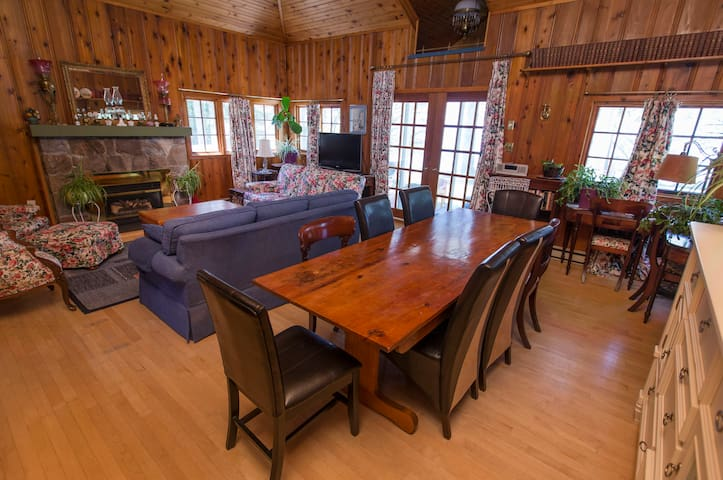 Large Lakefront Grand Bend cottage - Dashwood
