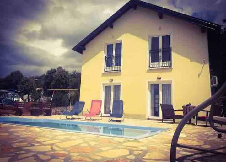 Holiday cottage Arija (8+2)