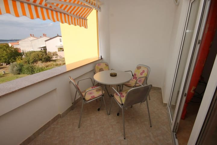 One bedroom apartment with terrace and sea view Štinjan (Pula) (A-7423-b)