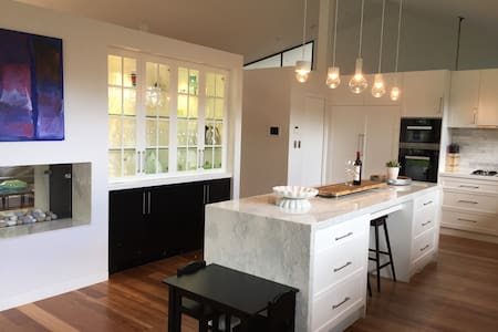 Modern 5 BR home in Longueville - Longueville - 一軒家