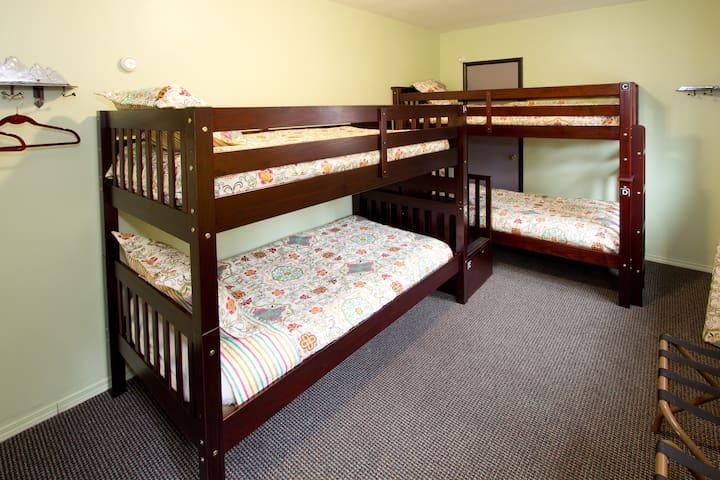 MODERNE HOSTEL- Bed in 4-Bed Female Dormitory Room