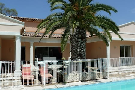 Proche Montpellier - Chambre Camargue + piscine - Restinclières - 家庭式旅館