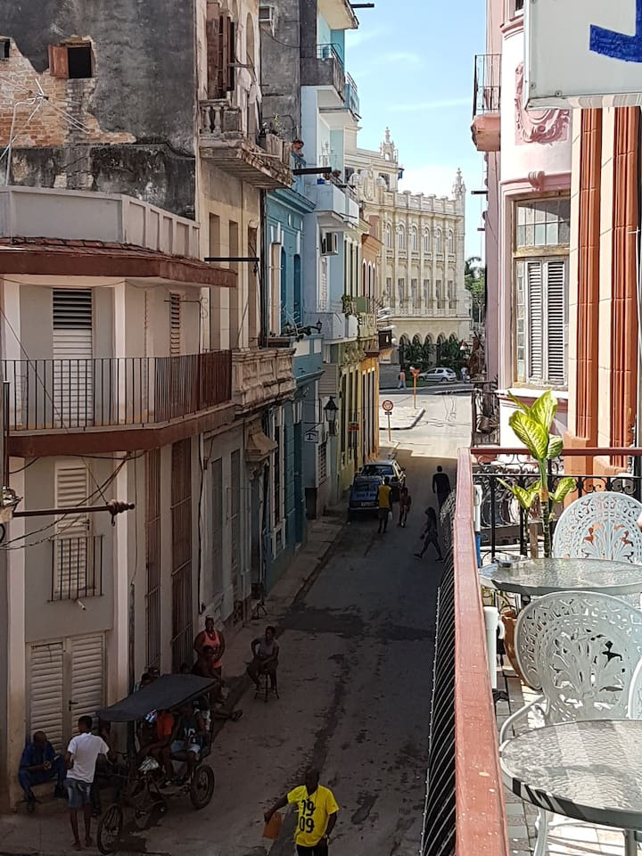 Museo de la Revolución al fondo, vistas desde el balcón.