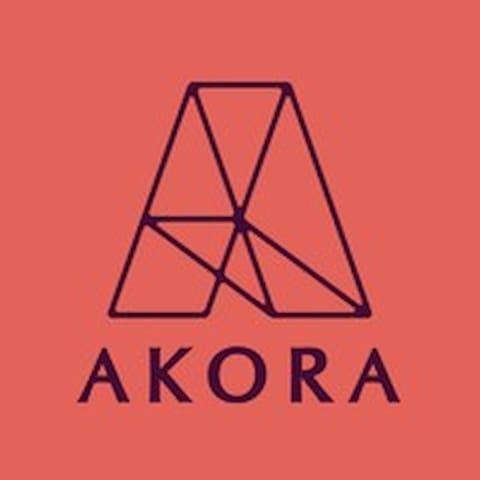 La guía de Akora