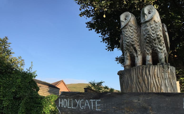 Guide to Attractions Near Holly Gate