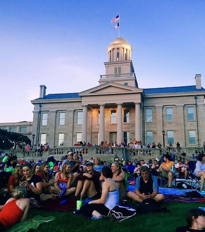 Harmony's Guide to Iowa City