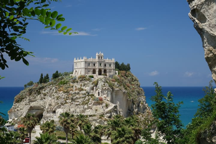Guidebook for Tropea and surroundings