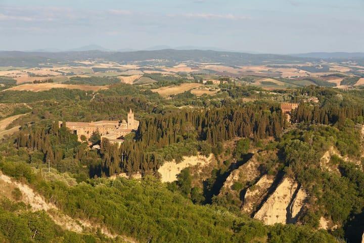 Chiusure, Val d'Orcia & Siena Area
