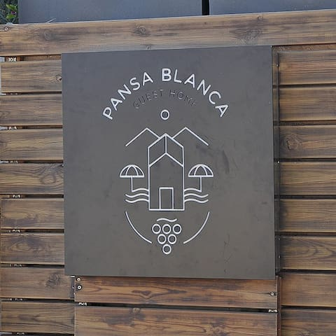 PANSA BLANCA Guest Home Guide