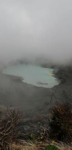 AnaLa guía de volcán Poás.