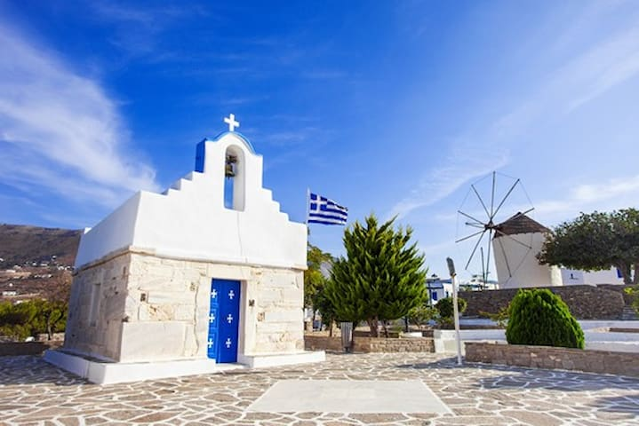 Discover the island of Paros