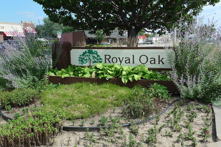 Royal Oak & Woodward Corridor Guidebook
