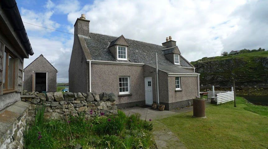 Cosy cottage - Loch Erisort