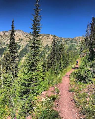 The Peak Baggers Roost Guidebook