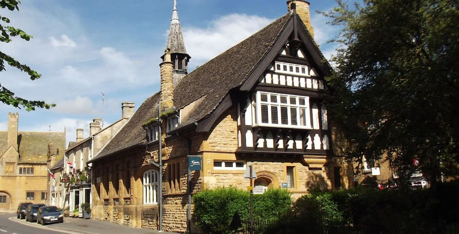 Guidebook for Moreton-in-Marsh & Bourton-on-the-Hill