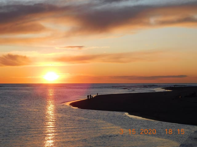 Bumble Bay Hideaway, located bayside in Lincoln City Oregon