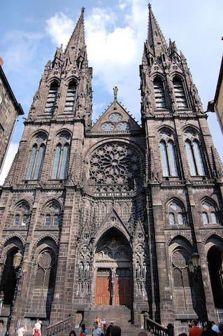 Notre-Dame de l'assomption  de Clermont-Ferrand