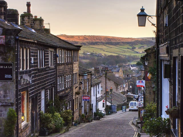 Withens Way Holiday Cottage - Your Guidebook to a stay in Haworth