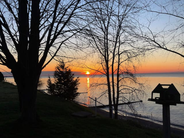 3 bedroom house on Lake Erie waterfront