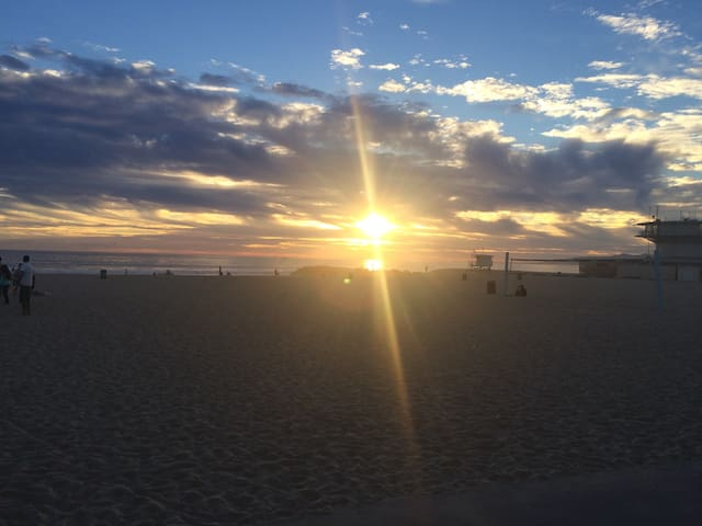 Venice Beach Escape Guidebook