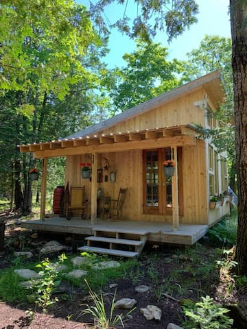 Cedar Cabin in the Woods on Manitoulin